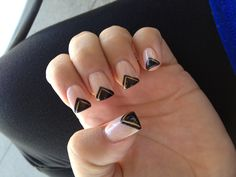 Nude and black nails <3