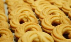 Τα μπισκότα βουτύρου είναι πεντανόστιμα. Συνήθως τα αγοράζουμε από φούρνο της γειτονιάς. Εμείς σας προτείνουμε να τα φτιάξετε στο σπίτι χρησιμοποιώντας 4 υλικά.