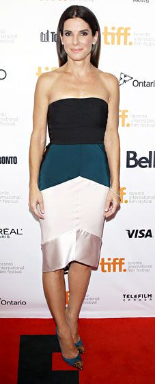 Sandra Bullock wowed in a color-blocked Narcisco Rodriguez dress, Christian Louboutin shoes, and Martin Katz jewelry.