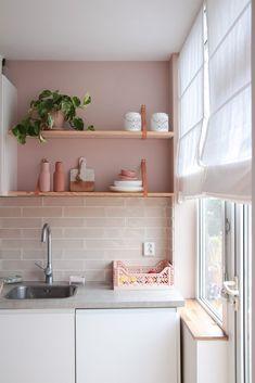 Coastal Home Interior Kitchen Tiles, Kitchen Colors, New Kitchen, Kitchen Dining, Pink Kitchen Cabinets, Pink Kitchen Decor, Home Interior, Kitchen Interior, Interior Design