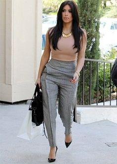 What To Wear With Grey Pants At Work is part of Kim Kardashian business Attire - Let's see how to match grey pants outfit The key is the colour combination A colour pallet needs to be assimilated to understand what to wear with grey pants Komplette Outfits, Casual Work Outfits, Business Casual Outfits, Business Attire, Office Outfits, Work Casual, Classy Outfits, Casual Chic, Fashion Outfits