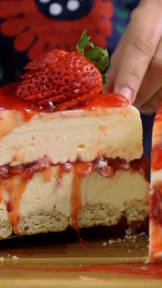 White Chocolate Strawberry Cheesecake - Creamy white chocolate makes a classic strawberry dessert even more irresistible. Strawberry Desserts, Köstliche Desserts, Strawberry Cheesecake, Delicious Desserts, Dessert Recipes, Cake Recipes, Strawberry Jam, Food Cakes, Cupcake Cakes