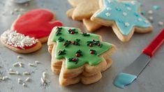 24 Days of Cookies - Easy Christmas Sugar Cookie Cutouts Easy Sugar Cookies, Christmas Sugar Cookies, Holiday Cookies, Christmas Treats, Snowman Cookies, Tree Cookies, Christmas Foods, Christmas Outfits, Yummy Cookies