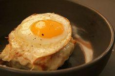 No Bazzar Café, o croque madame - ou sinhá, já que o ovo é caipira (Foto: Pedro Mello e Souza)