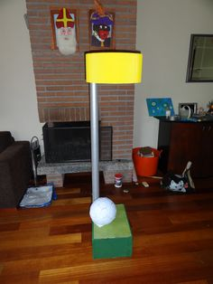 Korfbalkorf met bal gemaakt voor iemand die korfbal speelt.