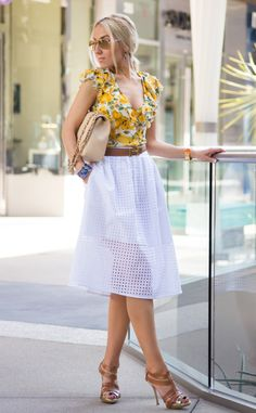 How to style blouse with skirt, One of the simplest and yet stylish way to pair up the styles are combining cropped t shirt with pencil skirt.