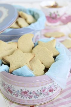 Buttercream and vanilla cookies Mexican Food Recipes, Sweet Recipes, Cookie Recipes, Dessert Recipes, Desserts, Brownie Cookies, Cupcake Cookies, Vanilla Cookies, Eat Dessert First