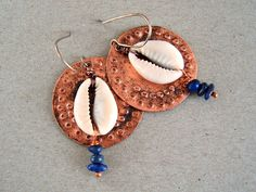 boucles d'oreilles ethniques rondes, boucles d'oreilles africaines, cuivre et coquillages, crochet en argent : Boucles d'oreille par elisaboutique