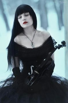 Desdemona-gothic model,photomodel and violinist