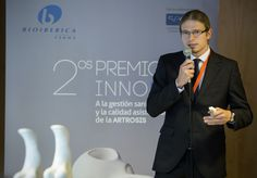 2014 INNOBA AWARDS - Dr. Adrián Roche of the Miguel Servet University Hospital (Zaragoza, Spain). More information: http://www.bioiberica.com/News/Pharma_Osteoarthritis/V414/S1/A_protocol_for_the_reduction_of_waiting_lists_for_prosthetic_knee_surgery_and_a_monitoring_program_of_osteoarthritis_patients_for_pharmacies_winners_of_the_Second_INNOBA_awards.html - Photo: © Bioibérica