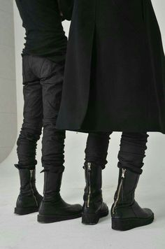 All black everything ending in sweet black boots Style Noir, Mode Style, Dark Fashion, Street Fashion, Urban Fashion, Fashion Coat, Emo Fashion, Gothic Fashion, High Fashion