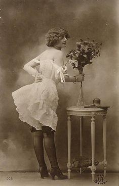 Corset beauty with roses edition Jean Agelou,Paris Pin Up Vintage, Vintage Glamour, Vintage Girls, Vintage Beauty, Vintage Outfits, Vintage Style, Vintage Underwear, Vintage Lingerie, Belle Epoque