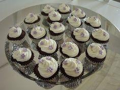 Mini chokolade cupcakes med orangesmag og vanilje yoghurt topping..