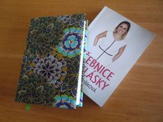 Jak ušít obal na knihu Textiles, Scrappy Quilts, Creative, Fabrics, Textile Art