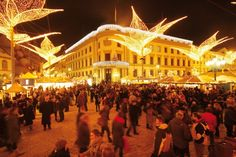 The Wiesbaden Twinkling Star Christmas Market offers 130 stalls of arts, crafts and culinary treats.
