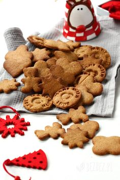Kruche pierniczki bezglutenowe na miodzie Gluten Free Recipes, Healthy Recipes, 200 Calories, Gingerbread Cookies, Healthy Eating, Healthy Food, Food And Drink, Sweets, Drinks