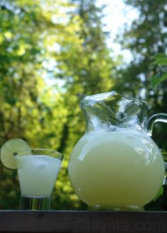 Limonada, lemonade or limeade recipe - make a whole pitcher with only 2 limes (using the blender)