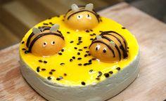 Suloisesta mehiläiskakusta tuli hitti - näin teet itse kevään suosituimmat koristeet!   iltv-lifestyle   Iltalehti.fi Cheesecake, Pudding, Baking, Desserts, Food, Cakes, Cheesecake Cake, Bread Making, Tailgate Desserts