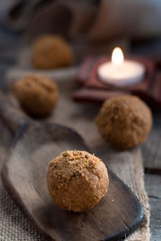 How to Make Besan Ladoo | Besan Ka Ladoo | Besan laddu | The perfect sweet for Diwali or any festive occasion. Simple to make using only 4 ingredients and minimal effort. | whitbitskitchen.com
