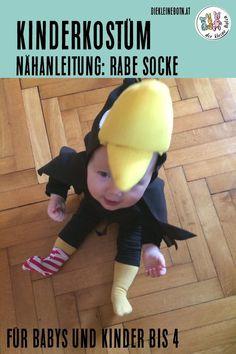 Kostüm Rabe Socke - perfekt für Babys und Kleinkinder bis 4! Nähanleitung für den Umhang mit Schnabel und Socke! Schnell gemacht, für drin und draußen geeignet.  #diy #nähen #doityourself #rabesocke #fasching #kostüm #karneval Costumes, Sewing, Mardi Gras, Winter, Malta, Raven Costume, Carnival, Winter Time, Dressmaking