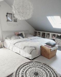 Wunderschönen guten Morgenmein Mann hat mir einen neuen Teppich geschenktder Runde. Heute Vormittag habe ich mal frei, juhu #bedroom #allwhite #whiteandwood #stars #whiteliving #scandinaviandesign #scandistyle #boholiving #bohochic #bohostyle #solebich #mynordicroom #kajastef #wohnkonfetti #interior4all #easyinterieur #mykindoflikeinspo #inspo #inspiration #homeinspiration #homestyle #spring #interior #homedecor #blackandwhite #danishdesign #ikea