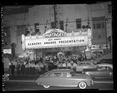 Annual Academy Awards at RKO Pantages Theater in Los Angeles, 1954 cropped - Pantages Theatre (Hollywood) - Wikipedia, the free encyclopedia Oscars, Public Domain Clip Art, Oscar 2017, First Academy Awards, Raymond Chandler, City Of Angels, Vintage Hollywood, Hollywood Glamour, Historia