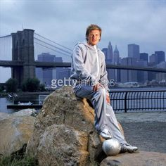 David Beckham at Brooklyn Bridge ref:53042608_8 NEW YORK - JUNE 1: English soccer star David Beckham poses for a portrait with the Brooklyn Bridge and the Manhattan skyline in the background on June 1, 2005 at the Brooklyn Bridge Park in the Brooklyn borough of New York City. (Photo by Ezra Shaw/Getty Images for adidas)