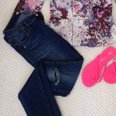 Ripped skinny jeans Lightly worn and great with any style top! Rockstar fit from Old Navy Old Navy Jeans Skinny