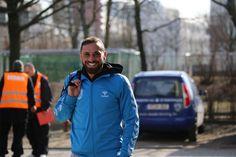 Der ehemalige #BAK07 Spieler & jetzige #SVBabelsberg03 Spieler #Bilal #Cubukcu entdeckt die Kamera unseres Fotografen und freut sich ihn zu sehen.
