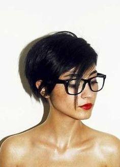cheveux court visage rond - Recherche Google. Coupe De Cheveux Femme Court 2017:23 Coiffures Courtes Magnifiques et Eblouissantes pour Cheveux Fins.
