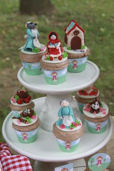 Red Riding Hood Cupcakes