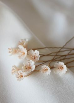 Discover our favourite blush wedding headpieces which we know you will love. Match blush tones with soft silver or gold tones for a look that's ultra chic. Wedding Hair Pins, Wedding Hair Flowers, Headpiece Wedding, Wedding Veils, Bridal Headpieces, Flowers In Hair, Wedding Bouquets, Wedding Favors, Wedding Centerpieces