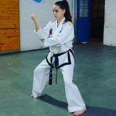 Taekwondo Girl, Martial Arts Women, Art Women, Judo, Female Art, Art Girl, Sports, Fashion, Mixed Martial Arts