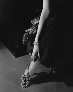 onebadapple: [photo by Edward Steichen - Princess Nathalie Paley wearing sandals by Shoecraft, 1934 Gelatin silver print Courtesy Condé Nast Archive, New York © 1934 Condé Nast Publications] Edward Steichen, 1930s Fashion, Modern Fashion, Vintage Fashion, High Fashion, Fashion Pics, Classic Fashion, Vogue Fashion, French Fashion