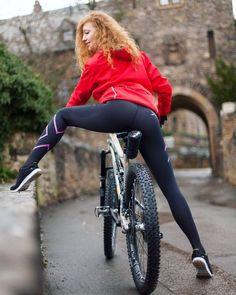 Girl in red jacket ~Bruno Cycling Girls, Cycling Wear, Bike Wear, Cycling Clothes, Divas, Disco Pants, Cycle Chic, Shiny Leggings, Bicycle Girl