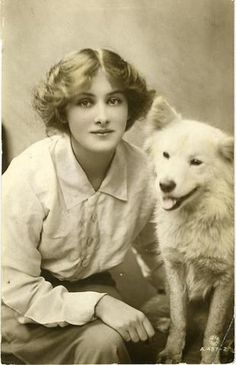 Lovely Vintage Pictures of Dogs Smiling When Photographed with Their Owners ~ vintage everyday Vintage Photos Women, Vintage Pictures, Vintage Photographs, Old Pictures, Spitz Dogs, Me And My Dog, Smiling Dogs, Vintage Dog, Old Dogs