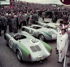 Le Mans, The Porsche 550 team Porsche 550, Porsche Autos, Porsche Cars, Porsche Motorsport, Porsche Carrera, Porsche Classic, Classic Cars, Sports Car Racing, Sport Cars