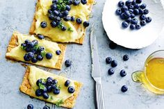 Sugar-Free Blueberry and Lemon Curd Tart: Have a sweet craving? Satisfy it with this fruity dessert sweetened with honey. Sugar Free Desserts, Desserts To Make, Sweets Recipes, Snack Recipes, Baking Recipes, Free Recipes, Healthy Sweet Snacks, Healthy Sweets, Sweet Treats