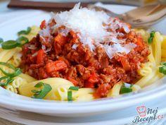 Dnes jsem připravovala oběd i pro kamarádku z dětství, která byla u nás na pár dní na prázdninách, respektive na dovolené. Připravila jsem těstoviny a klasické boloňské ragů, posypané strouhaným parmazánem. Po položení jídla na stůl jsem dostala uznání a z její úst vyšlo: To vypadá sakra dobře! Autor: Naďa I. (Rebeka) Chili, Curry, Soup, Rice, Meat, Chicken, Ethnic Recipes, Google, Anna