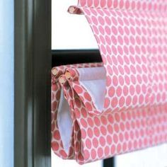DIY roman blinds: Now just to pick out the fabric! Fabric Crafts, Sewing Crafts, Sewing Projects, Diy Crafts, Stores Horizontaux, Diy Roman Shades, Fabric Roman Shades, No Sew Curtains, Burlap Curtains