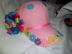 GORRAS DECORADAS CON LAZOS - Buscar con Google Headband Crafts, Headbands, Hair Barrettes, Hair Bows, Kanzashi Tutorial, Cute Hats, Girls Bows, Diy Accessories, Headgear