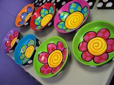 Love these bowls! . . . would seriously love to paint with this artist . . . i can only imagine how fun her studio would be :) . ..