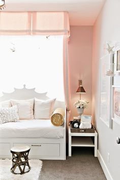 design dump: ORC finale: a teen bedroom in peach + mustard - should've used blackout lining in the valance Teen Bedroom, Dream Bedroom, Bedroom Decor, Daybed Room, Little Girl Rooms, My New Room, Beautiful Bedrooms, Kids Room, Home Decor