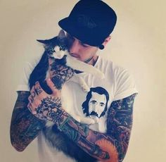 Tattooed men who love animals ♥
