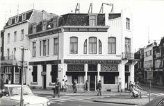 Heerlenmijnstad Heerlen Stationstraat (11-6-1969). Hotel-café-restaurant In de Poort van Herle op de hoek Stationstraat/Saroleastraat. Links hotel-café-restaurant De Amstel.