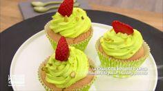 Charlotte fraise pistache façon cupcakes une recette de Le meilleur pâtissier l'émission sur M6