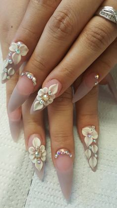If you're looking for a bold look, stiletto nails are your best choice. The trend of stiletto nails is hard to ignore. Whether you like it or not, stiletto nails will stay. Stiletto nails are cool and sexy, but not everyone likes them. 3d Nail Art, Jolie Nail Art, 3d Acrylic Nails, Stiletto Nail Art, Nail Nail, Coffin Nails, Red Nail, Pastel Nails, Wedding Stiletto Nails