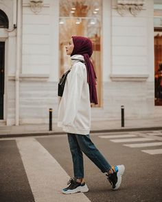 hijab chic Image may contain: 1 person, standing. Modern Hijab Fashion, Street Hijab Fashion, Muslim Fashion, Modest Fashion, Fashion Outfits, Modest Dresses, Modest Outfits, Casual Dresses, Dress Outfits