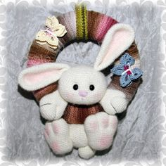 Yarn Crafts, Sewing Crafts, Amigurumi Patterns, Crochet Patterns, Crochet Easter, Knitted Bunnies, Crochet Wreath, Crochet Rabbit, Easter Wreaths