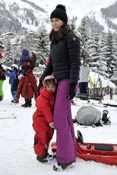 Princess Mary Photos - Danish Royal Family Hold Skiing Photo Call - Zimbio